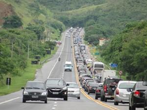 187 mil veículos devem passar pela Via Lagos (Foto: Rodrigo Antunes Fanaia/VC no G1)