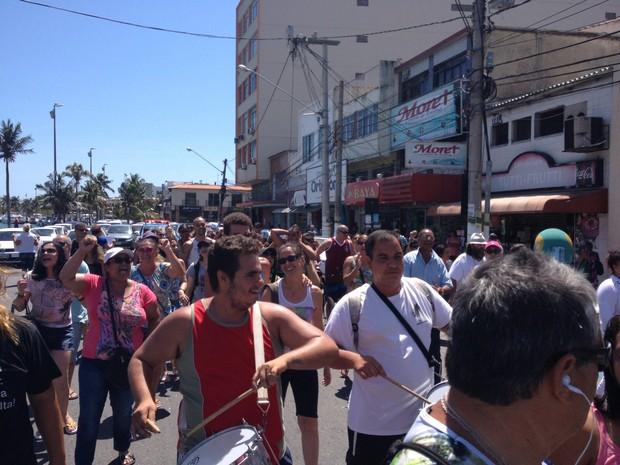 Servidores protestam em ruas do centro da cidade (Foto: Keetherine Giovanessa/Ascom Sepe Lagos)