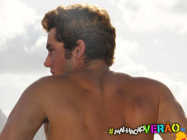 Christian exibe músculos bem definidos na praia da Barra (Foto: Gustavo Azevedo)