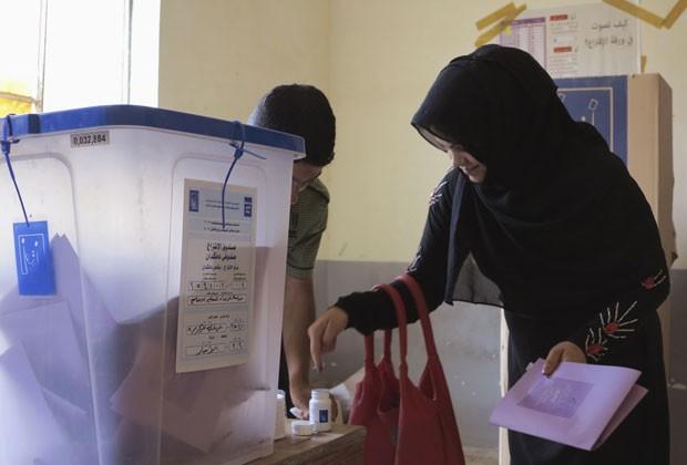 Iraquianos votam em eleições provinciais adiadas pela violência Iraque-votacoa