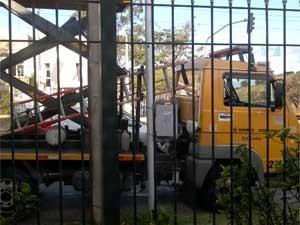 Funcionários da Emdec  flagrados sem itens de segurança (Foto: Lilian Stoco / VC no G1)