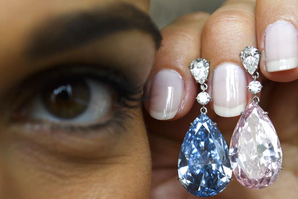 Diamantes leiloados pela Sotheby's (Foto: (Martial Trezzini/Keystone via AP))