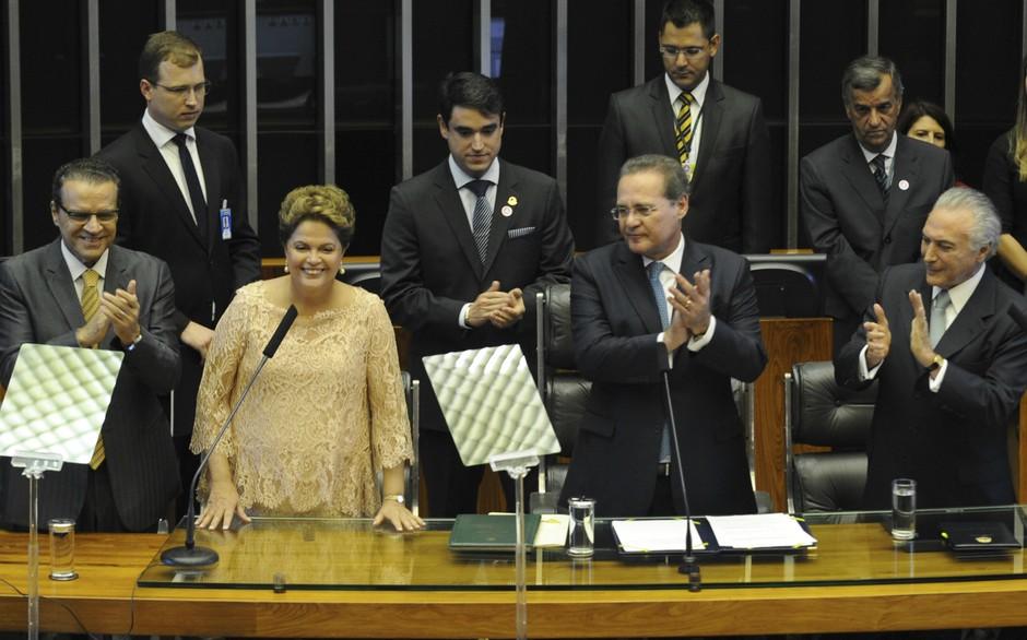 Ao fim do discurso, pautado nas diretrizes do próximo governo, principalmente em relação à educação e ao combate a corrupção, Dilma afirmou que