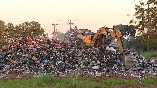 Prefeitura de Itapetininga deixa lixo acumulado em lixão irregular