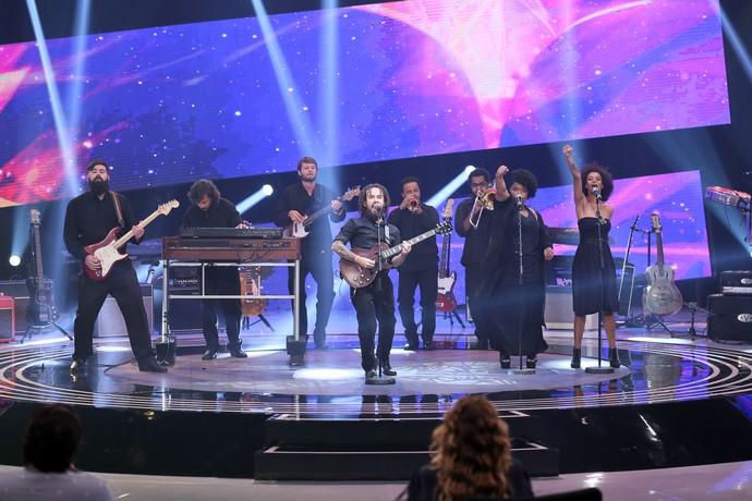 Banda Mato Seco canta a música autoral 'Pedras Pesadas' (Foto: Isabella Pinheiro/Gshow)