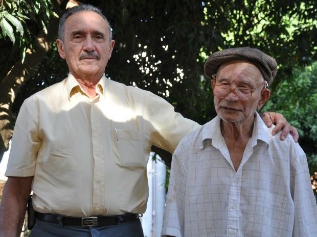 Prentes Ladislau e o idoso que adotou como filho há 30 anos. (Foto: Nadyenka Castro)
