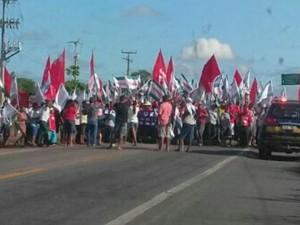 Em Chorozinho, a BR-116 ficou interditada nos dois sentidos devido a protestos (Foto: Divulgação/PRF-CE)
