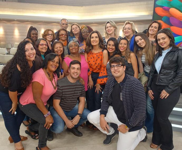 Fátima tira foto com a plateia do programa  (Foto: Carolina Morgado/Gshow)