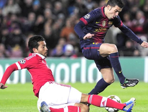Garay e DAvid villa, Barcelona e Benfica (Foto: Agência AFP)