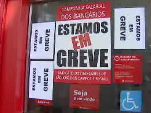 Bancários no Vale do Paraíba aderem à greve nacional por aumento (Foto: Reprodução/TV Vanguarda)