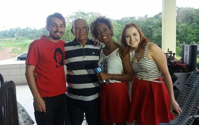 Moacyr Massulo, Seu Gerardo, Jaque Santtos e Jéssica Monteiro comemoram surpresa (Foto: Arquivo Pessoal)