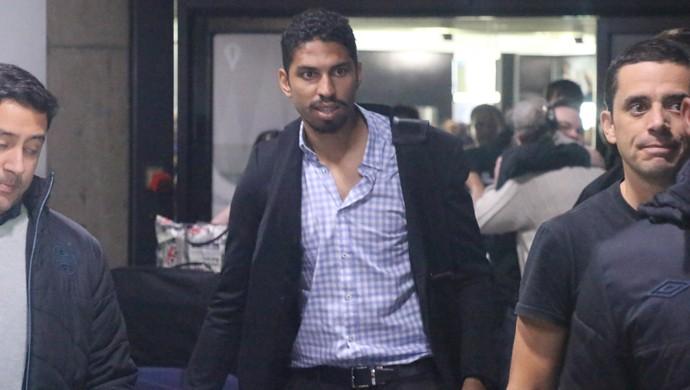 Wallace chegada Grêmio (Foto: Tomás Hammes/GloboEsporte.com)