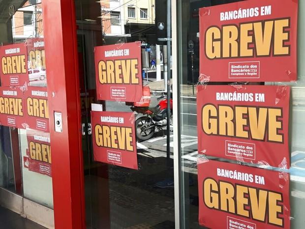 Greve dos bancários chega a 30 dias (Foto: Murillo Gomes/G1)
