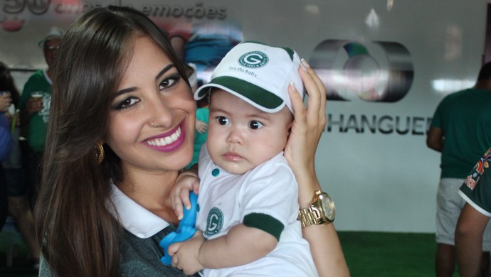 Hélika Rios e o filho Lorenzo (Foto: Fernando Vasconcelos / Globoesporte.com)