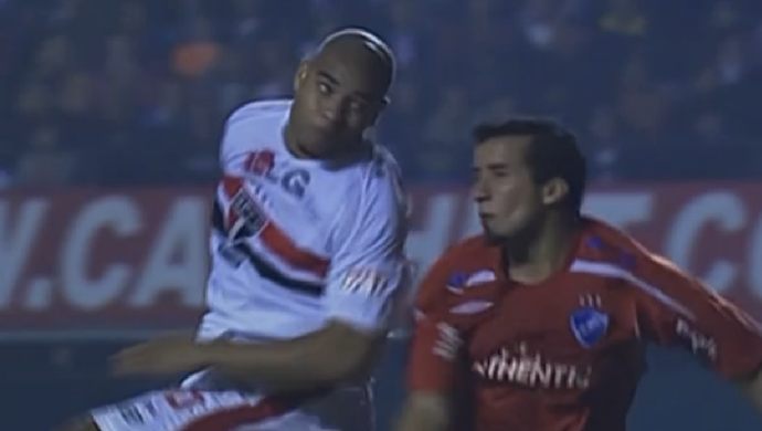 Adriano, pelo São Paulo, na partida diante do Nacional-URU, no Morumbi, em 2008 (Foto: Reprodução SporTV)