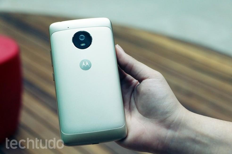 dc592e59a Moto G5 tem câmera traseira de 13 megapixels com melhores detalhes que o Moto  E4 Plus