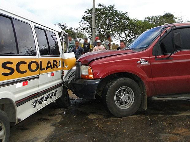 Van levava 14 estudantes, mas ninguém ficou ferido. (Foto: Marcos Frahm / Blog Marcos Frahm)