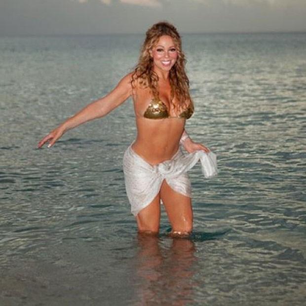 De biquíni, Mariah Carey curte praia (Foto: Instagram/ Reprodução)