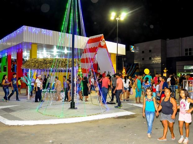 Ornamentação e iluminação especial foi realizada no centro da cidade (Foto: Ismael Medeiro / Prefeitura)