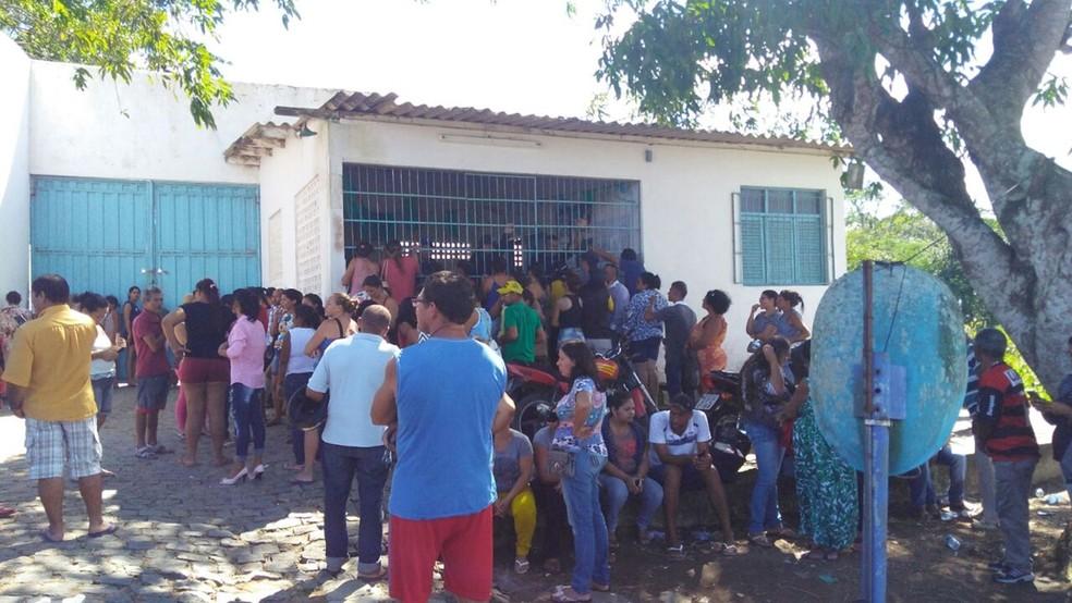 Fuga em massa e rebelião aconteceram no Lar do Garoto, na Paraíba, na madrugada deste sábado (Foto: Waléria Assunção/TV Paraíba)