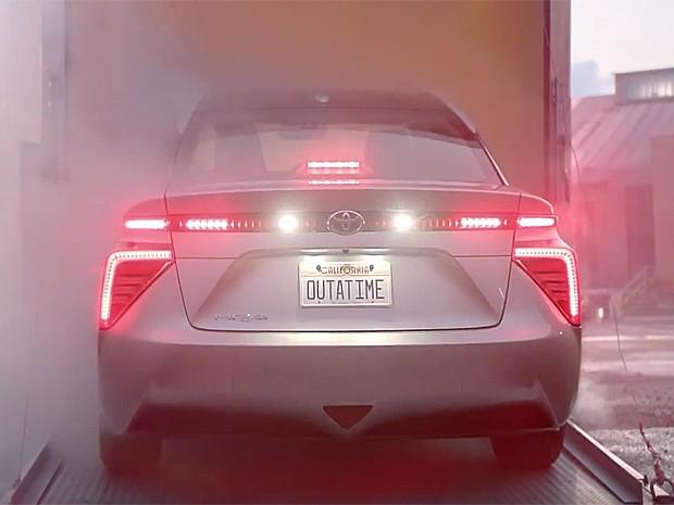 Toyota Mirai vira carro do De volta para o futuro (Foto: Reprodução / Youtube)