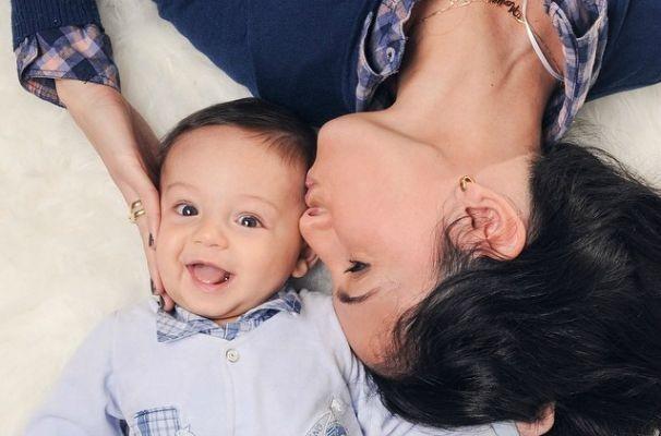 Alice Bastos Neves com o pequeno Martin (Foto: Arquivo Pessoal)