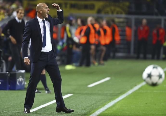 Zinedine Zidane durante Borussia Dortmund 2 x 2 Real Madrid (Foto: Kai Pfaffenbach/Reuters)