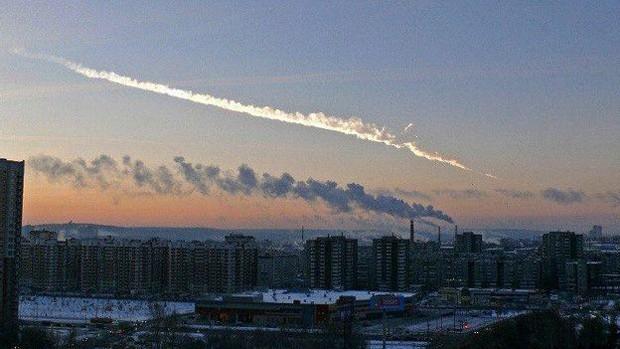 Em fevereiro de 2013, meteorito assustou cidade russa; detritos feriram mais de mil pessoas  (Foto: BBC)