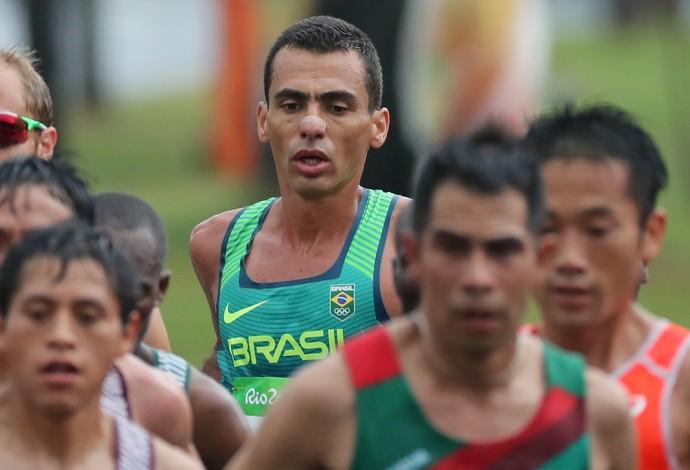 Marilson Gomes dos Santos em pleno esforço na maratona (Foto: Ernesto Carrico/O Dia/NOPP)