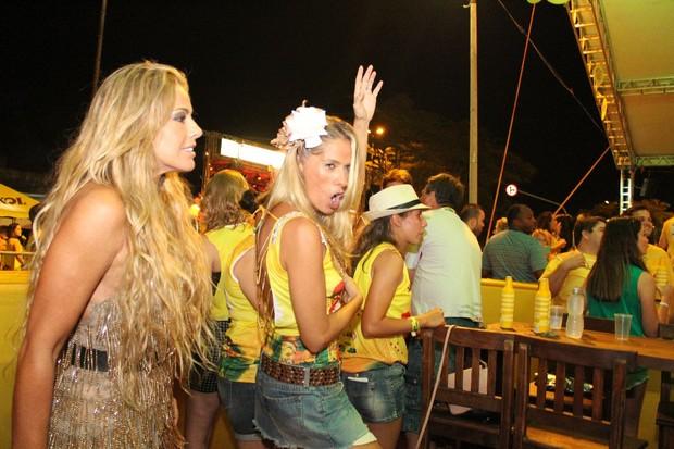 Adriane Galisteu dança 'Lepo Lepo' (Foto: Divulgação)