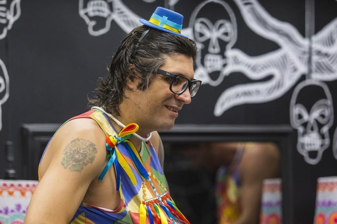 Ilmar mostra toda o sexy appeal no novo visual sem barba e bigode (Foto:  Artur Meninea/Gshow)