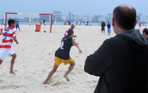 Maurício Assumpção futebol de areia Botafogo (Foto: Globoesporte.com)