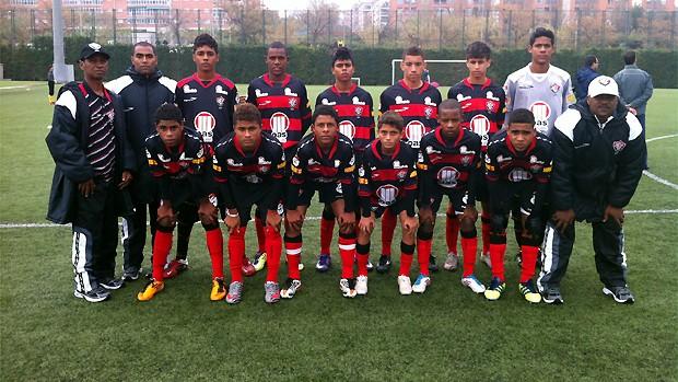 Time júnior do Vitória campeão do Torneio Internacional FCB Escola (Foto: Divulgação/EC Vitória)