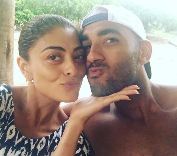 Juliana Paes posa sem maquiagem com o irmão (Foto: Reprodução/Instagram)