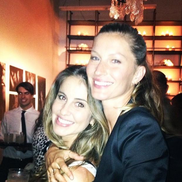Gisele Bündchen posta foto com a irmã (Foto: Instagram / Reprodução)