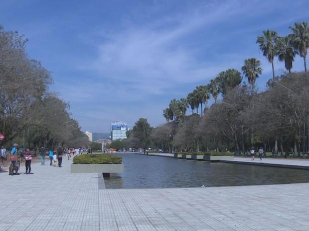 Em Porto Alegre, temperatura chegou aos 25°C neste domingo (11) (Foto: Reprodução/RBS TV)