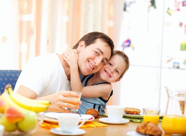 cafe_manha_crianca_pai (Foto: Shutterstock)