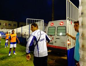 GOYTAxCANO 10 ambulância entrando (Foto: Priscilla Alves/GLOBOESPORTE.COM)