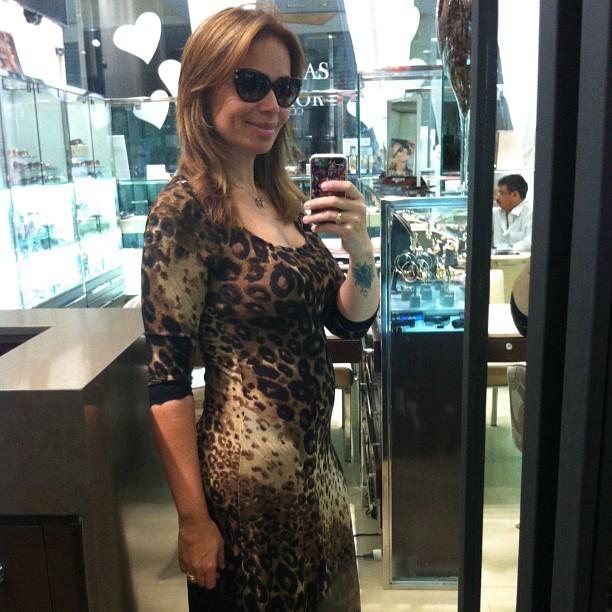 Grávida, Solange Almeida posa para foto (Foto: Instagram/ Reprodução)