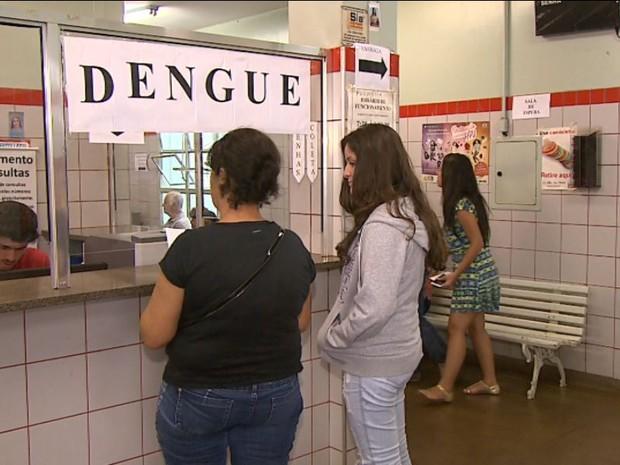 Casos suspeitos de dengue preocupam unidades de saúde de Ribeirão Preto  (Foto: Reprodução/EPTV)
