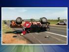 Carro capota por cerca de 30 metros e deixa mortos e ferido em Promissão