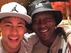 Neymar tira selfie com Michael Jordan: 'Sonho realizado'