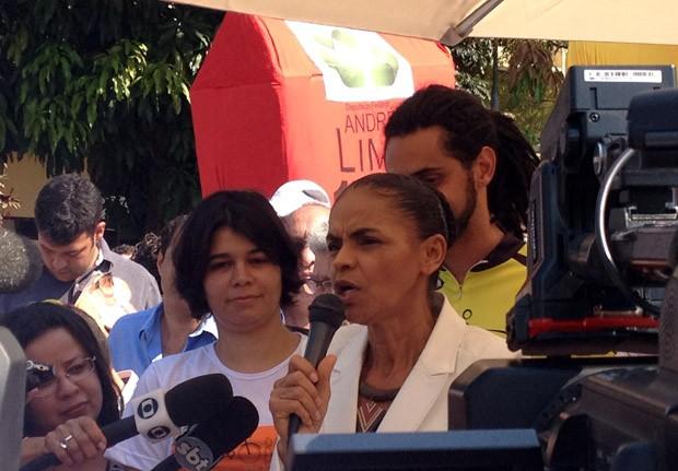 Marina Silva se reúne com ciclistas, em Brasília, no Dia Mundial Sem Carro (Foto: Lucas Salomão / G1)