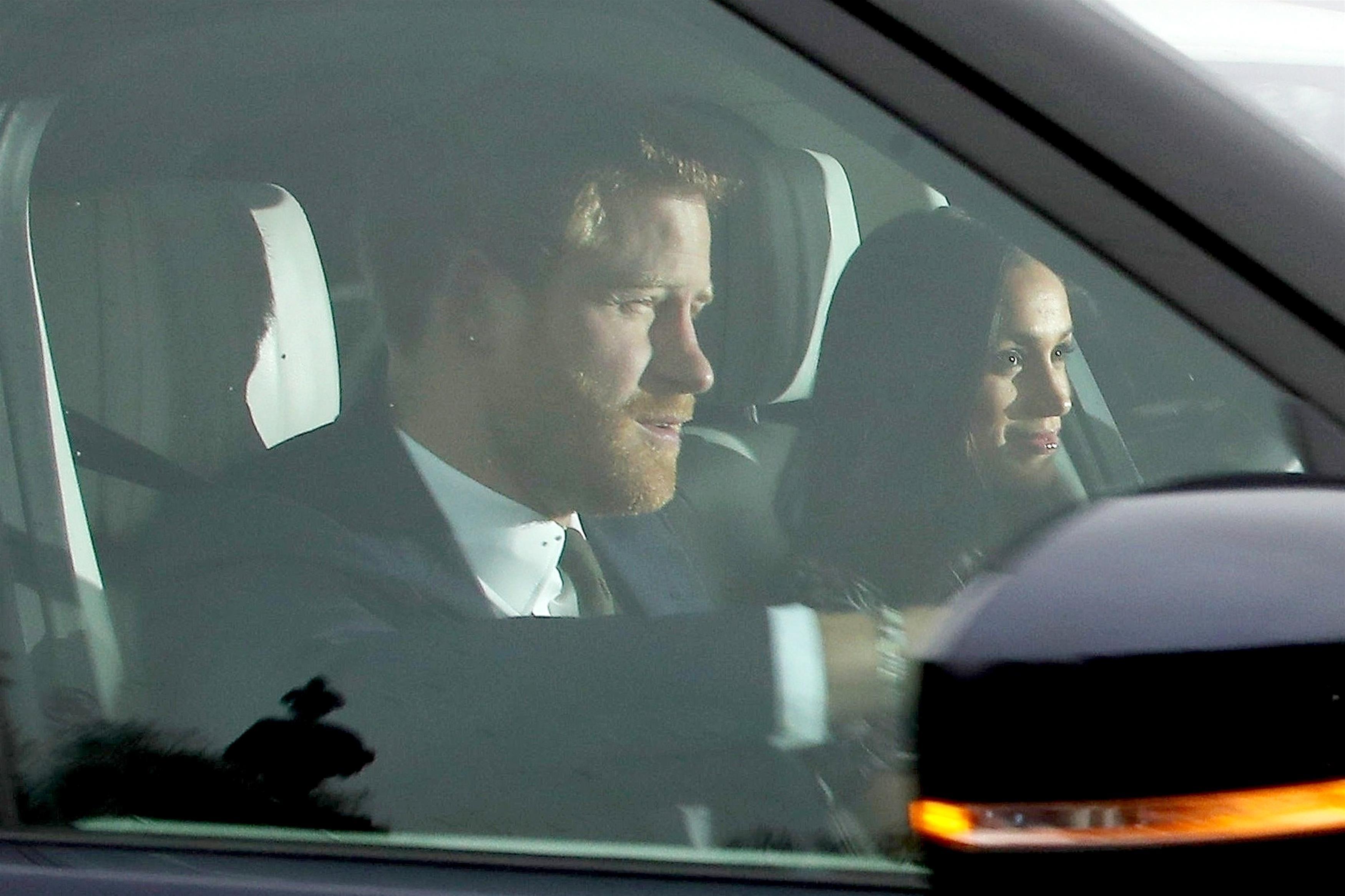 Meghan Markle chega ao Palácio de Buckingham para tradicional almoço de Natal com a rainha (Foto: BACKGRID)