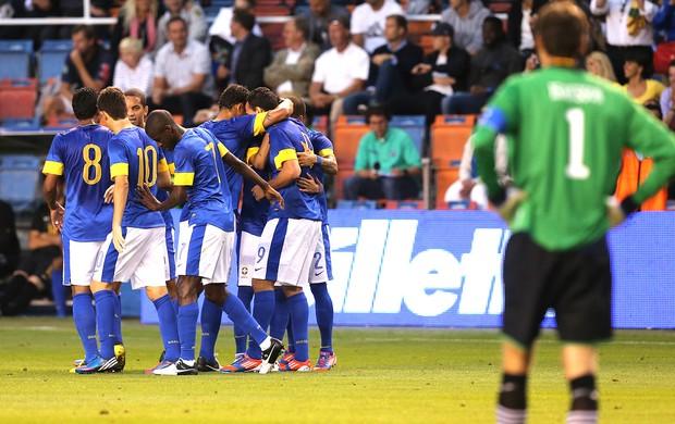 Leandro Damião comemora gol do Brasil contra a Suécia (Foto: Mowa Press)