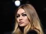 Gigi Hadid lidera time de tops em desfile da Atelier Versace em Paris