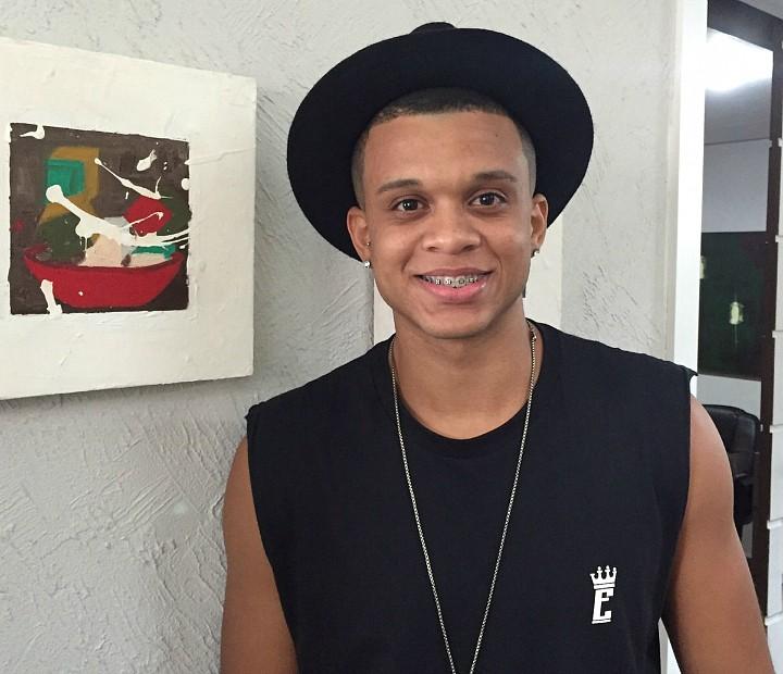 Jeffinho, morador de Madureira, cantou nos últimos quatro anos no grupo Estylo de Ser (Foto: Divulgação)