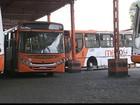 Funcionários de empresa de ônibus paralisam atividades em Bayeux, PB