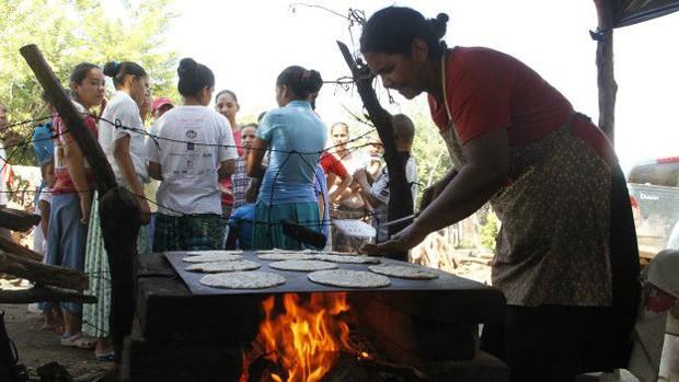 Gastos da comunidade são financiados com dinheiros que pessoas doaram aos líderes (Foto: Alejandro Sanchez/El Nuevo Diario)