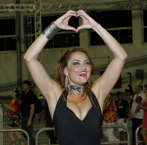 Ellen: amor ao samba (Foto: Brazil News/Amauri Nehn)